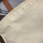 バッグの内側に点々と茶色のシミ
