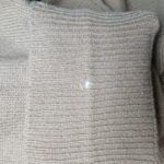 ウールセーターの袖口に出来た穴の修理