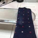 ネクタイにシミが付いたから擦ったら白くなってしまった